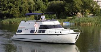 Houseboaty: pływające przyczepy kempingowe coraz popularniejsze na Mazurach