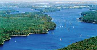 Gdzie na Mazury: jezioro Jeziorak. Gdzie wyczarterować jacht na Jezioraku?